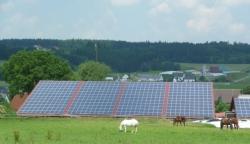Landwirtschaftliche Maschinenhalle: 90 kWp auf Trapezblech